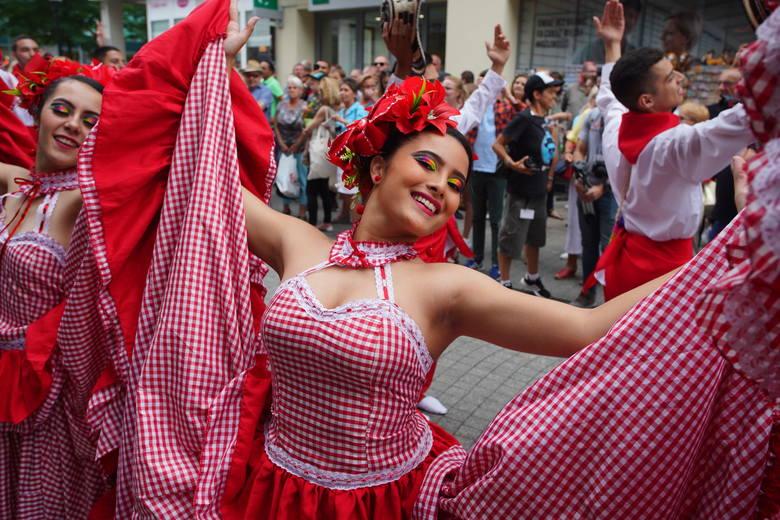Rozpoczyna się festiwal Integracje. W poniedziałek ulicą Półwiejską - od Starego Marycha do Starego Browaru, przeszła tradycyjna kolorowa parada.Kolejne