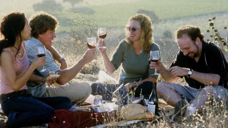 Do czego najlepiej pasuje wino? Do dobrego filmu! Oto 10 propozycji na winny wieczór filmowy