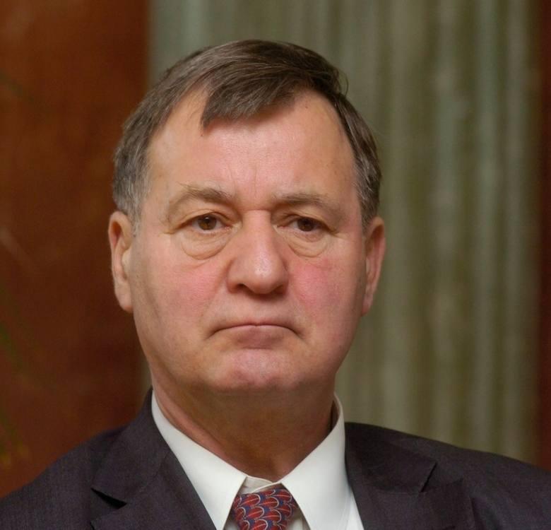 prof. Stanisław Mikołajczak, przewodniczący AKO do Piotra Libickiego, plastyka miejskiegoSzanowny Panie Piotrze, pochodzi Pan z bardzo szacownej rodziny,