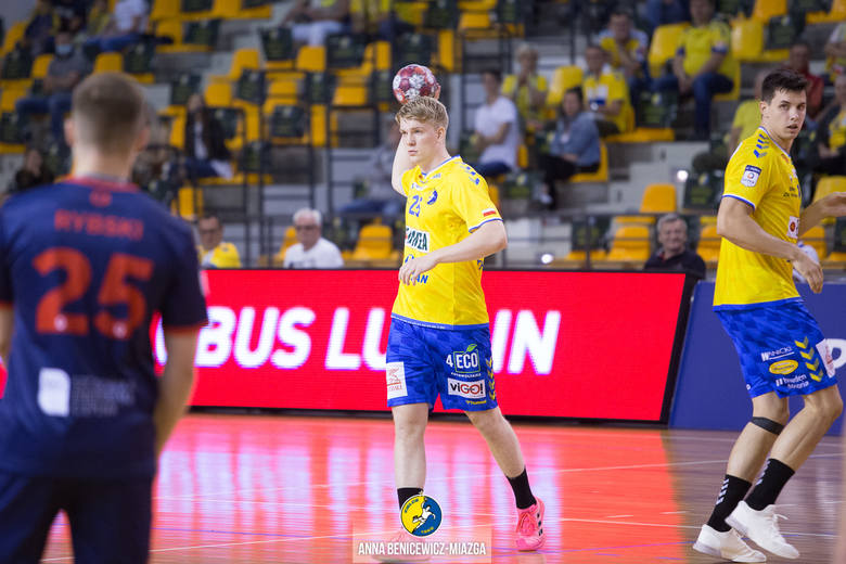 W piątek piłkarze ręczni Łomża Vive Kielce rozegrali drugi w tym sezonie mecz PGNiG Superligi, pokonując w Hali Legionów Sandrę Spa Pogoń Szczecin 37:22.