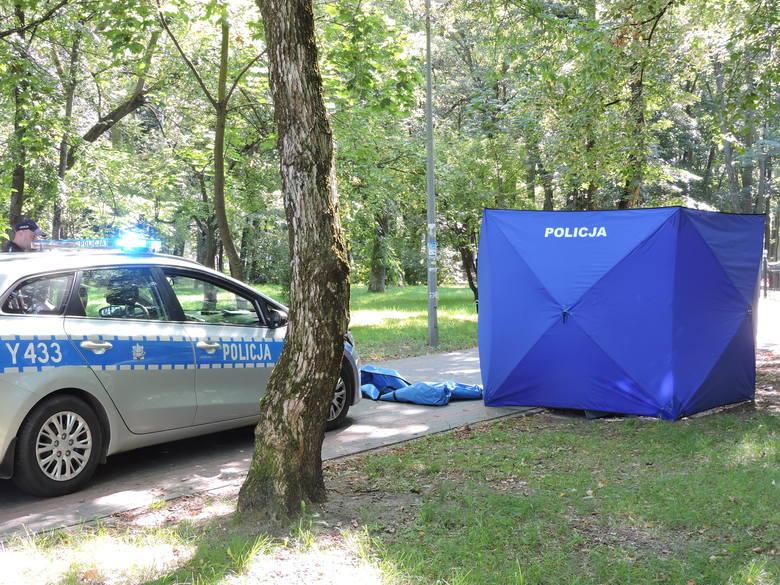 Ostrołęka. W parku znaleziono zwłoki mężczyzny. Na miejscu pracuje policja