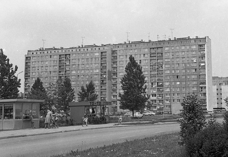 Jak wyglądały ulice Koszalina, osiedla i poszczególne budynku na przełomie lat 80-90-tych XX wieku? Sprawdźcie na wyjątkowych zdjęciach Krzysztofa Sokołowa,