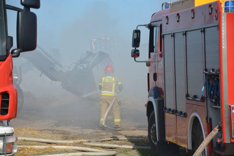 Do dużego pożaru doszło w piątek (22 maja) w miejscowości Wielowiczek, gmina Sośno pow. sępoleński.Paliło się wiata jednego z pomieszczeń gospodarczych.