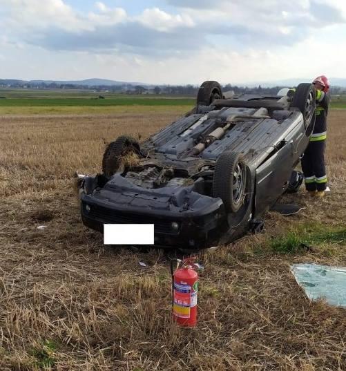 Do zdarzenia doszło w Bukowie, na drodze wojewódzkiej prowadzącej z Brzozowa do Krosna. Ze wstępnych ustaleń policjantów wynika, że w toyocie, którą
