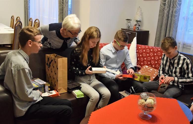 Jak co roku, w okresie bożonarodzeniowym wraz z inowrocławskim blogerem i społecznikiem Sławomirem Szeligą i jego synem Kacprem odwiedziliśmy Wiktorię,