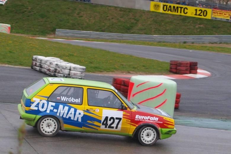 Andrzej Wróbel na torze Melk Wachauring startował VW golfem GTI.