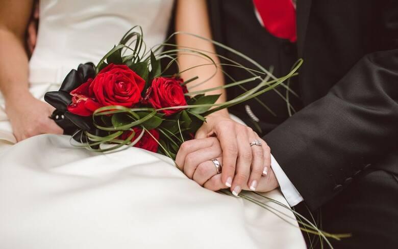 Wybraliśmy najciekawsze i najoryginalniejsze miejsca ślubów zarówno w samym mieście jak i w bliskim sąsiedztwie.- Zainteresowani mogą się pobrać poza