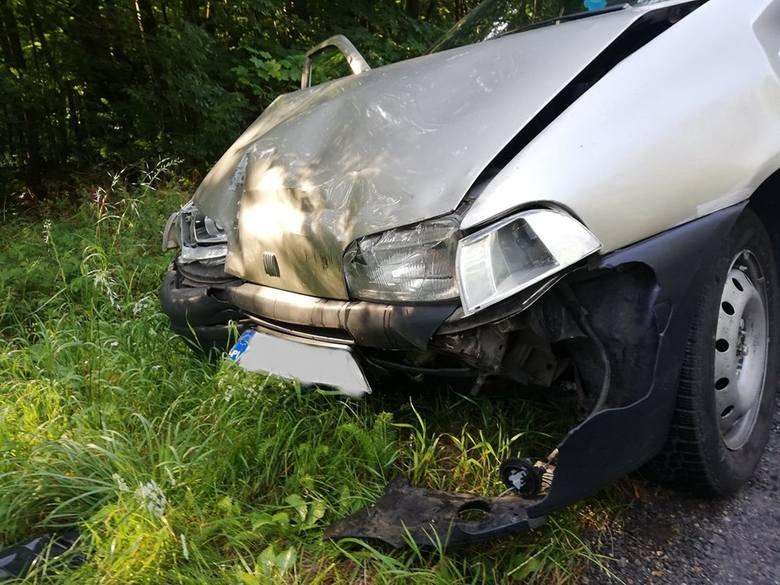 W sobotni poranek na drodze wojewódzkiej nr 163 pomiędzy miejscowościami Buślary i Ostre Bardo doszło do zderzenia trzech samochodów osobowych.Jak informują