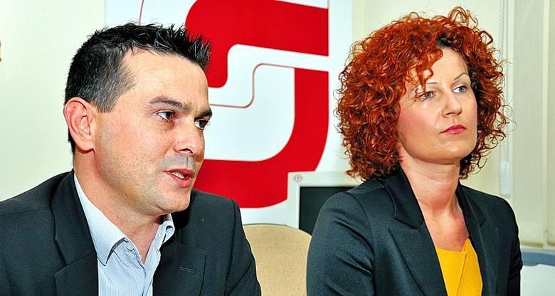 Jolanta Konsek jest przeciwna jakimkolwiek koalicjom z Komitetem Tomasza Wantuły. Obok Grzegorz Mankiewicz, radny miejski sojuszu.
