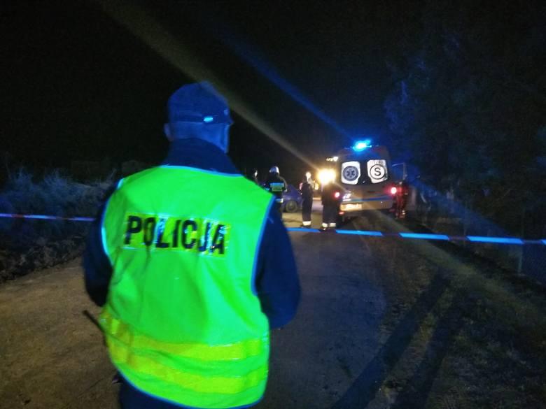 Tragiczny wypadek w w Łąkorzu (pow. Nowe Miasto Lubawskie). Kierowca audi na prostym odcinku drogi potrącił dwie 15-latki jeżdżące na rolkach. Obie dziewczyny
