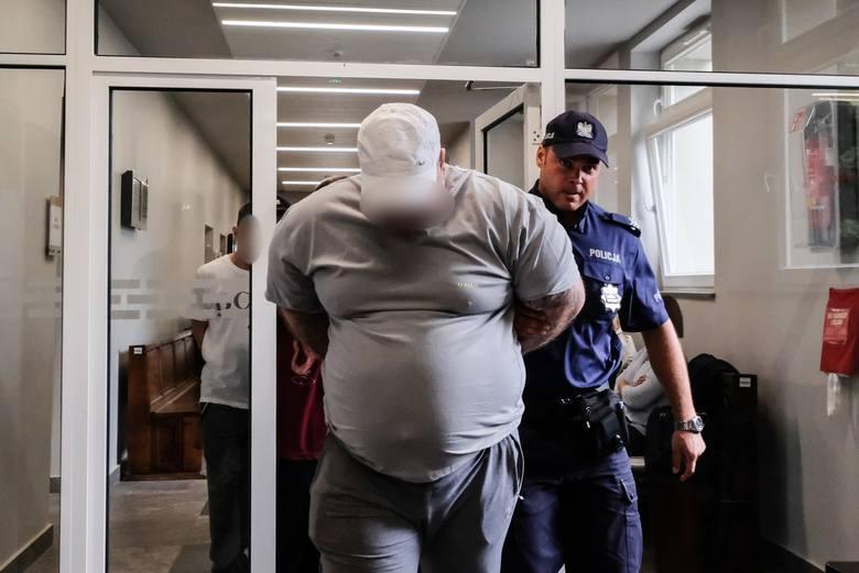 Wojciech K., Karol K. oraz Marcin W. molestowali i gwałcili syna Wojciecha K. Teraz usłyszeli prawomocne wyroki sądu