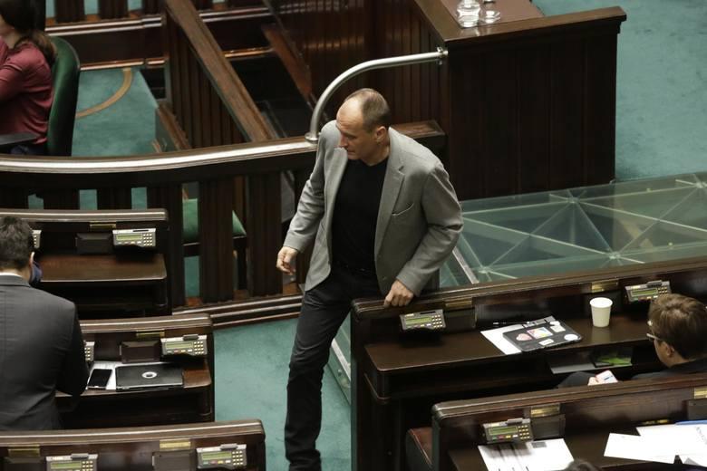 Jak wśród liderów formacji politycznych wypada Paweł Kukiz? Przewodniczący Kukiz'15 wypowiadał się w tej kadencji Sejmu 25-krotnie. Oprócz tego uczestniczył