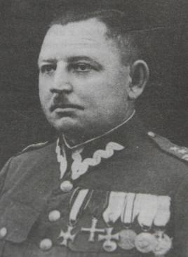 Powstańcy - drugi od lewej Władysław Wesół z 4 kompanii szubińskiej, uczestnik m.in. walk pod Rynarzewem, Nakłem i Rawiczem