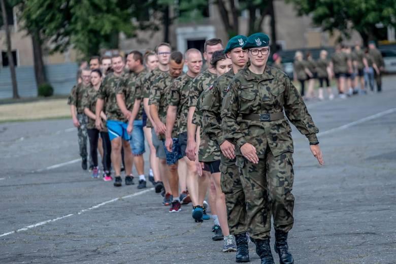 W przyszłym roku wojskowych rezerwistów czekają spore zmiany. Mogą spodziewać się dłuższych ćwiczeń,  na które trzeba będzie się też szybko stawić.Po