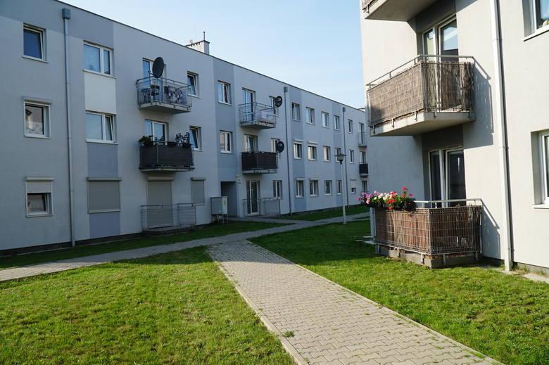 Mimo, że zapłacili pełną wartość mieszkań, nie są ich właścicielami. Spółka, która je wybudowała upadła.