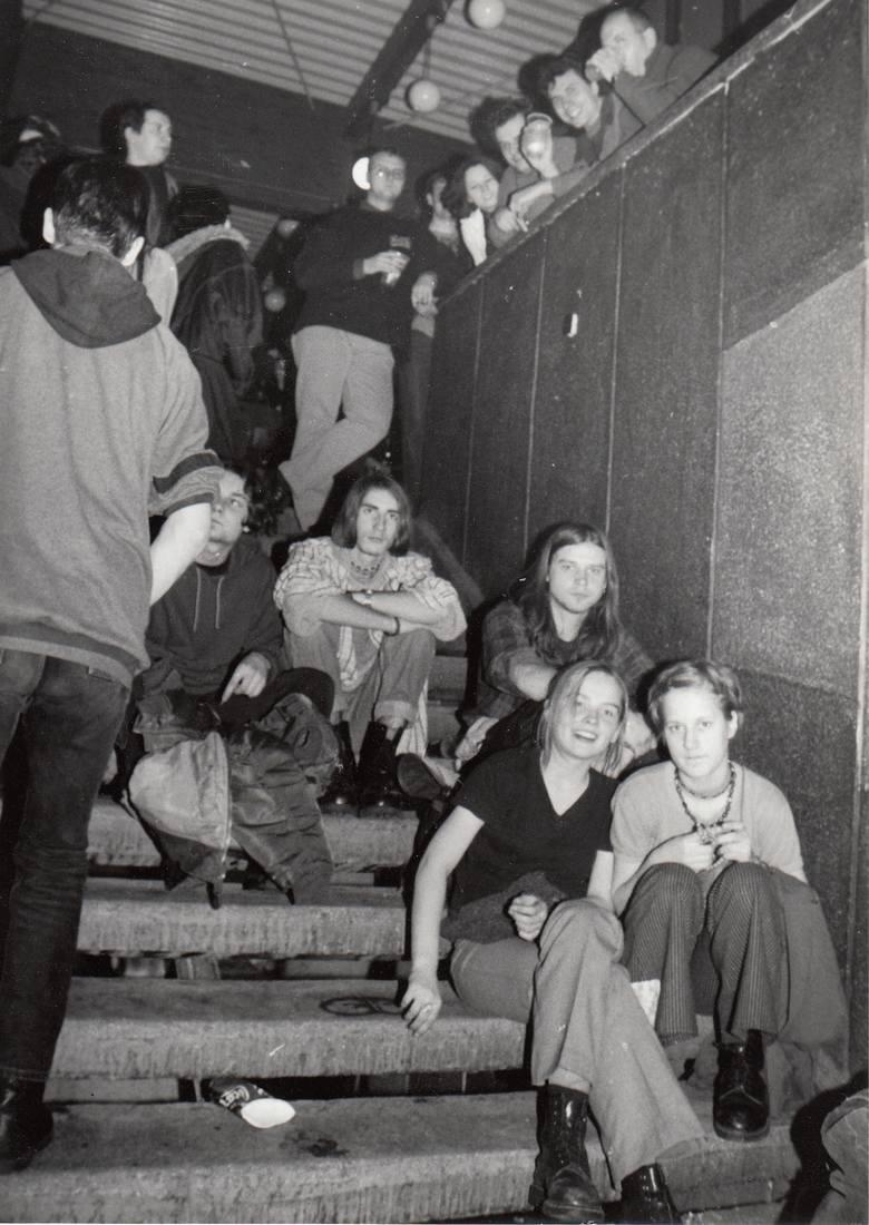 """Klub """"Od Nowa"""", publiczność koncertu, 1998"""