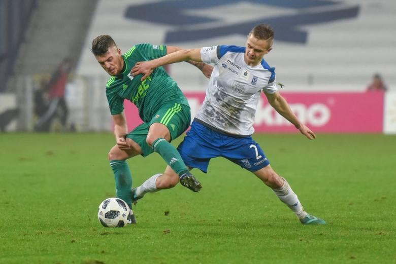 Robert Gumny ostatnio gra solidnie, ale nie jest obecnie najlepszym prawym obrońcą w polskiej lidze. Może debiut w pierwszej reprezentacji da kopa poznaniakowi