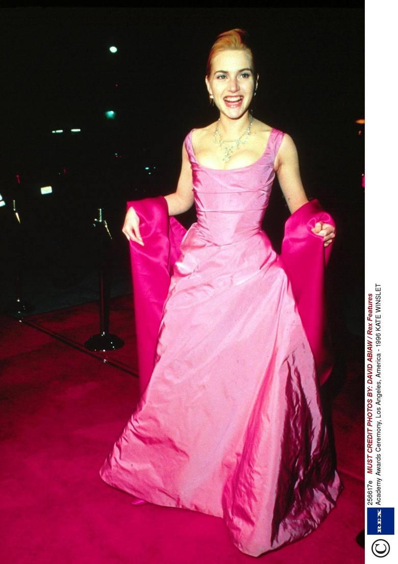 """Kate Winslet na 68. gali rozdania Oscarów w 1996 r. Aktorka była wówczas nominowana w kategorii najlepsza aktorka drugoplanowa za rolę w filmie """"Rozważna"""
