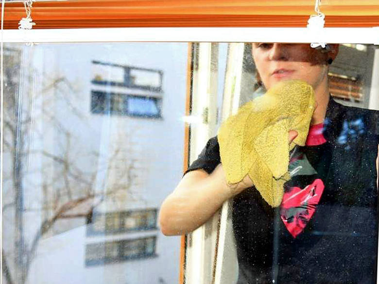 Mycie okien to jedna z popularniejszych usług świadczonych przez firmy zajmujące się sprzątaniem.