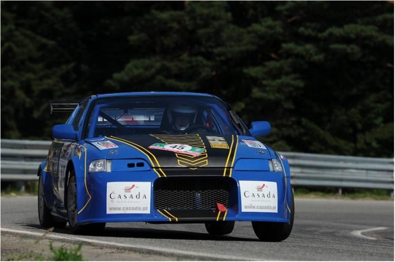 Jadący Hondą Crx Rafał Grzywaczyk coraz lepiej radzi sobie w wyścigach górskich