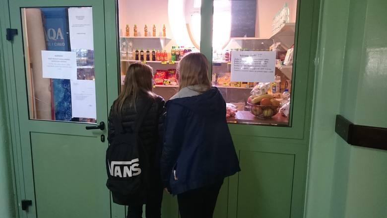 Szkolne sklepiki upadają przez zdrowe jedzenie