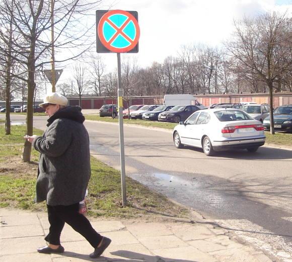 – Znaki ograniczające prędkość ustawione na naszej ulicy nie pomogły – mówią stargardzianie z ulicy Przedwiośnie. – To długa droga, która niektórych