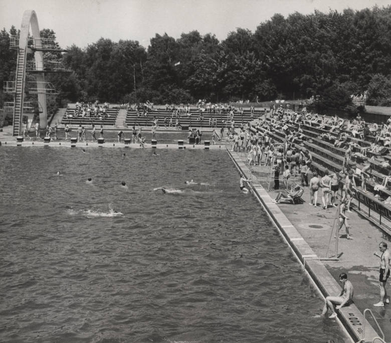 Kąpielisko Fala na archiwalnych zdjęciachZobacz kolejne zdjęcia/plansze. Przesuwaj zdjęcia w prawo - naciśnij strzałkę lub przycisk NASTĘPNE