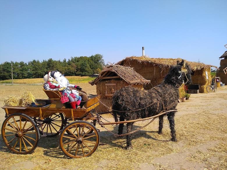 Wieś sąsiadująca z Kowalewem Pomorskim przy drodze wojewódzkiej nr 554, przy trasie do Martyńca co roku ustawia witacze dożynkowe. Są coraz bardziej