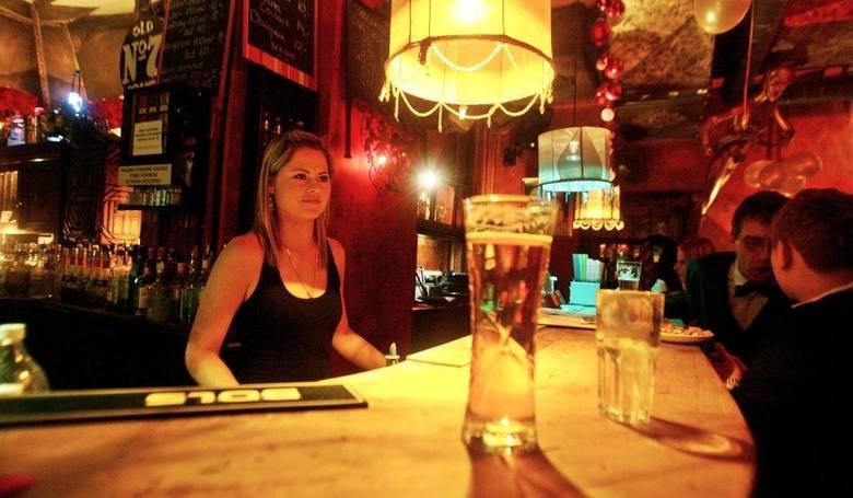 Gdzie jest najlepszy pub w Toruniu? Oto lista najbardziej popularnych pubów zdaniem internatów. Pod uwagę wzięliśmy jedynie te obiekty, które mają co