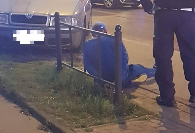46-letni kierowca mercedesem doprowadził do groźnego wypadku na ul. Kopcińskiego. Mężczyzna nie zatrzymał się do policyjnej kontroli, po tym jak przekroczył