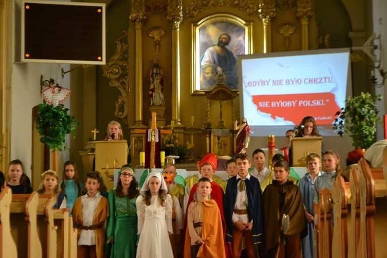 Niedawno odbywały się ogólnopolskie obchody 1050. rocznicy chrztu Polski. Włączyła się w nie również Szkoła Podstawowa im. Janusza Kusocińskiego w Polanowicach