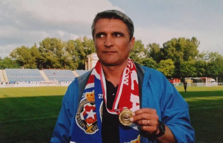 Karierę trenerską zaczął w 1996 roku w Świecie Krzeszowice. Już 1998 roku zatrudniła go Wisła Kraków. Początkowo pracował z młodzieżą, ale w 2000 roku