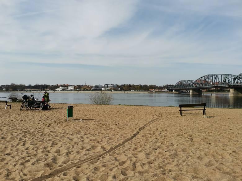 Lubicie odpoczywać nad Wisłą? Mamy dla Was zestawienie top 10 miejsc w Toruniu i okolicach, idealnych na weekendowy spacer. Wśród nich zarówno plaże,