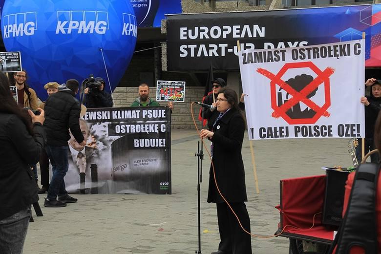 Nie chcą budowy elektrowni Ostrołęka C. Na znak protestu zmielili pieniądze
