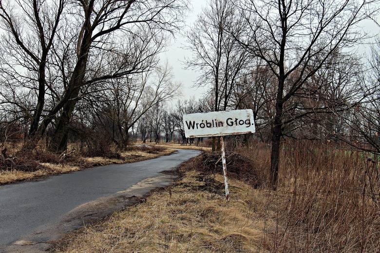 Wyobraźcie sobie wielkie pustkowie, które kilkanaście lat wstecz było wsią o nazwie Wróblin Głogowski. Po środku wsi stał niewielki kościół z XIX wieku.