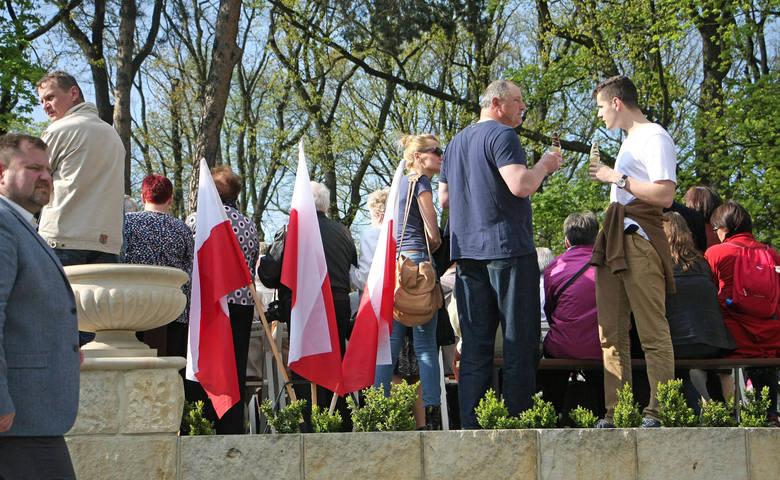 Dziś, 2 maja przypada Dzień Flagi Rzeczypospolitej Polskiej. Niestety, z powodu pandemii w tym roku z nie ma imprez zorganizowanych z okazji Dnia Flagi.