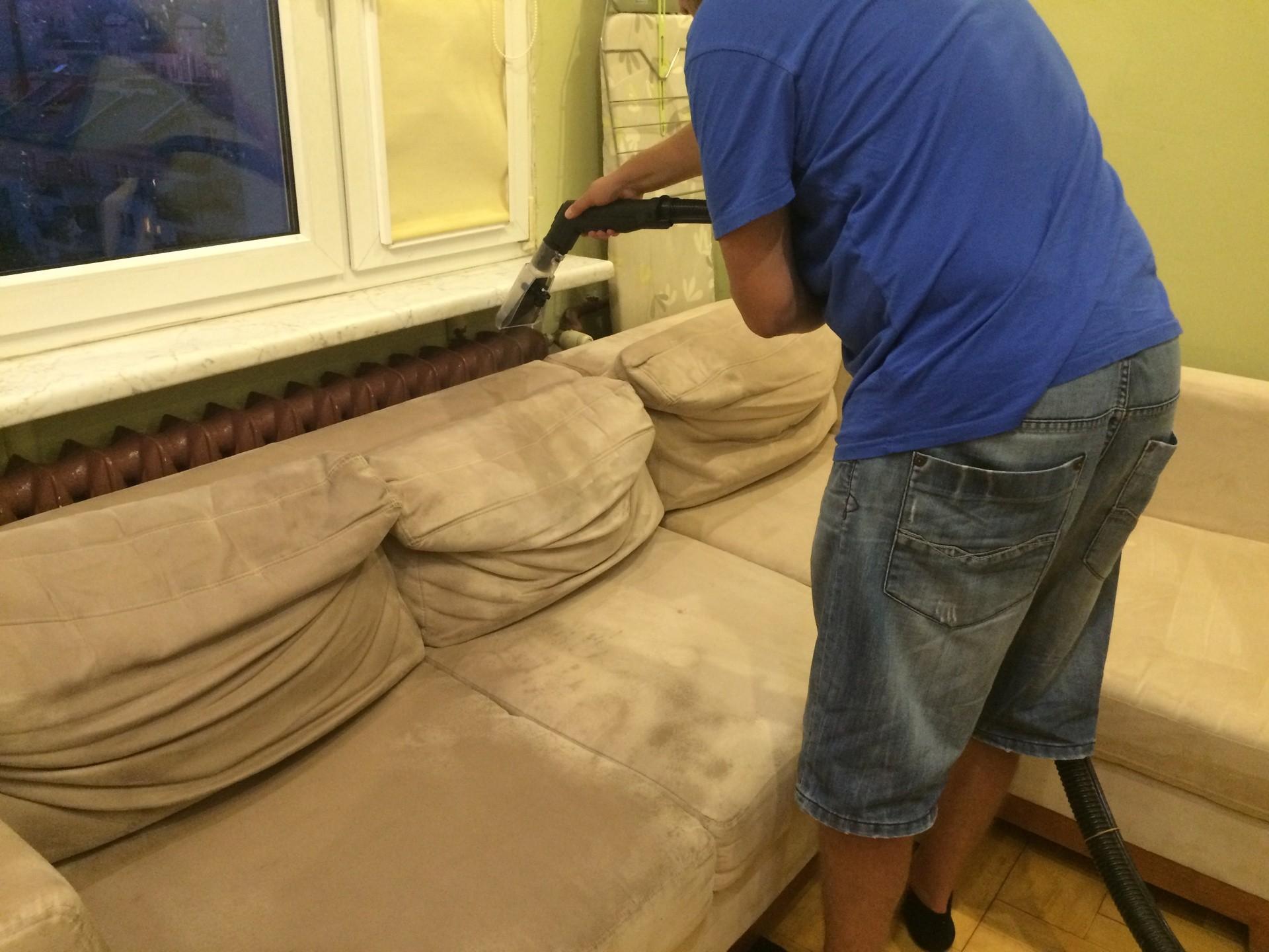 jak pra dywany i meble tapicerowane za pomoc odkurzacza pior cego krok po kroku. Black Bedroom Furniture Sets. Home Design Ideas