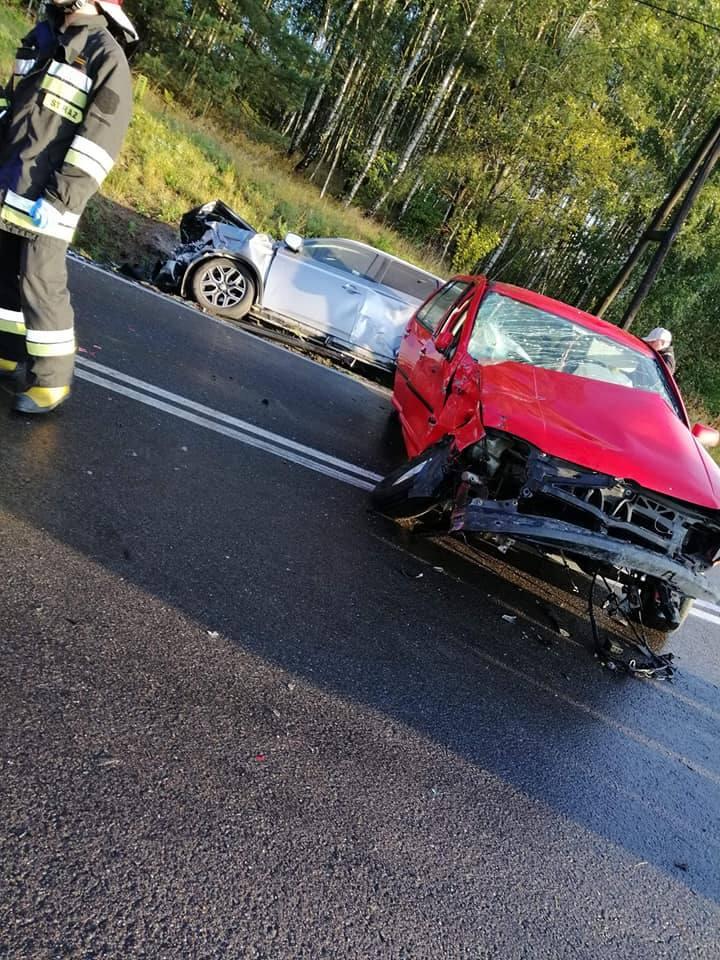 Policjanci którzy, pracowali na miejscu zdarzenia wstępnie ustalili, że kierujący volkswagenem najprawdopodobniej nie dostosował prędkości do warunków