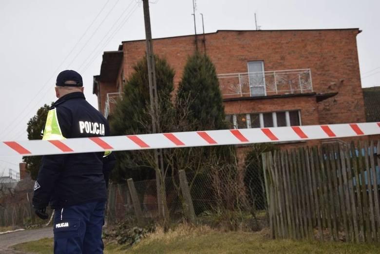 22-letni Eryk J. w marcu 2018 roku w Cerekwicy Starej (powiat jarociński) zabił nożem rodziców swojej partnerki.