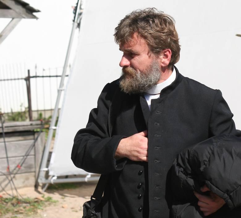 Krzysztof Dzierma zagrał pierwszy raz w życiu. W rolę księdza wcielił się koncertowo!