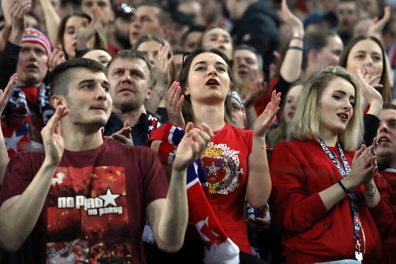 Wisła - Cracovia. Zobacz, jak bawili się kibice Wisły w derbach Krakowa [ZDJĘCIA, WIDEO]