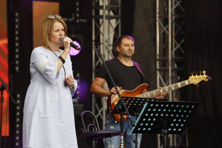 W Toruniu trwa pierwszy dzień festiwali muzyki chrześcijańskiej Song of Songs. Artyści prezentują się na scenie plenerowej sali koncertowej na Jordankach.Więcej