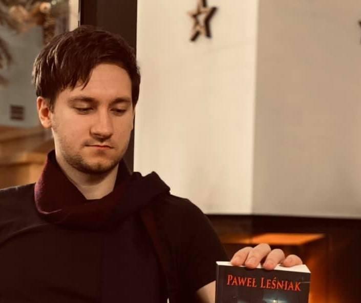 Paweł Leśniak spełnia się jako pisarz i rysownik. W przeszłości grał jednak w piłkę, nawet w 1. lidze