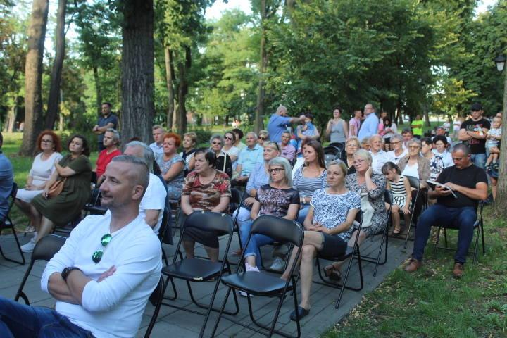 To  był koncert pod kasztanami. W parku w Piotrkowie Kujawskim