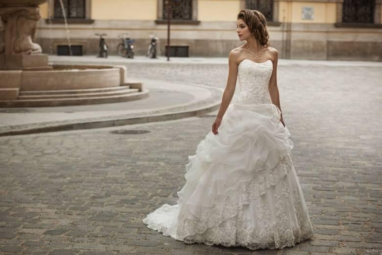 Jedna z sukien ślubnych oferowanych przez Centrum Mody Ślubnej Impresja