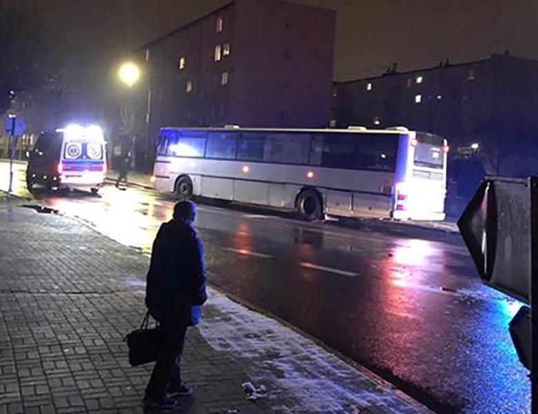 Do poważnego wypadku doszło w piątek, 11 stycznia, wieczorem na ul. Okrężnej w Sulechowie. Autobus potrącił pieszego. Na miejsce wezwano służby ratunkowe.