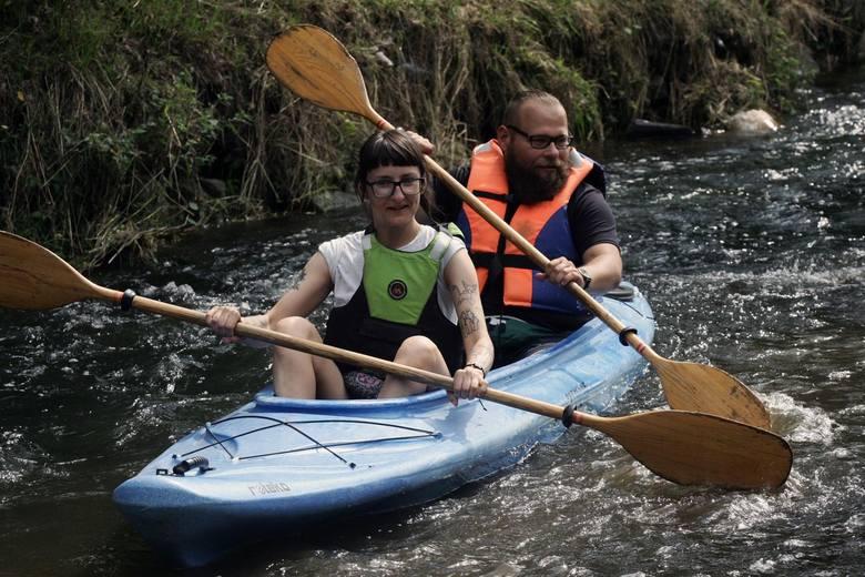 Spływy kajakowe cieszą się dużą popularnością. Wybierają się na nie całe rodziny i grupy znajomych. To okazja do aktywnego wypoczynku na łonie natury