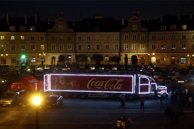 Ciężarówki Coca-Cola stały się jednym ze świątecznych symboli. Już 2 grudnia świąteczne ciężarówki Coca-Cola ruszają w trasę po całej Polsce. W grudniu
