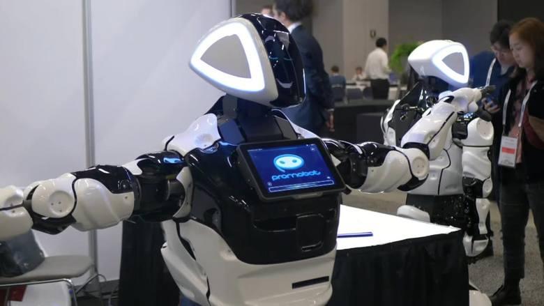 """Roboty odbierają pracę? Ludzie są zastępowani sztuczną inteligencją. """"Wdrożenie nowych technologii spowodowało zwolnienia w blisko 1/3 firm&quo"""