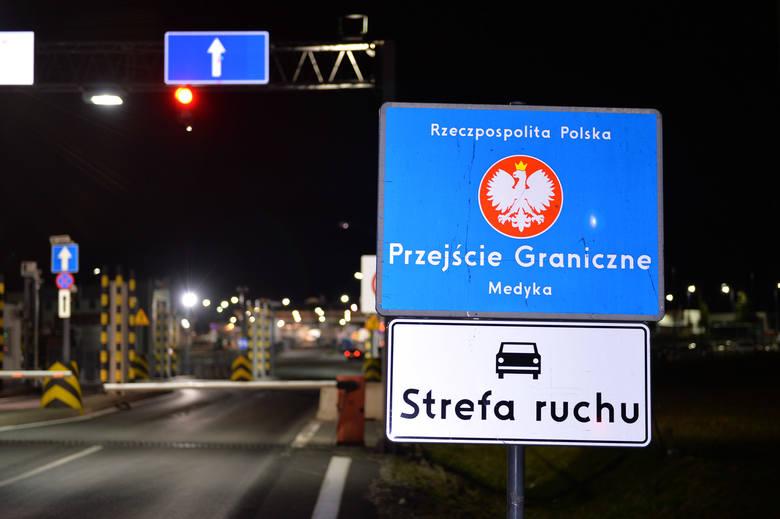 Wbrew medialnym doniesieniom, Ukraina nie zamknęła w czwartek przejść granicznych z Polską po swojej stronie w obawie przed koronawirusem. Ruch podróżnych